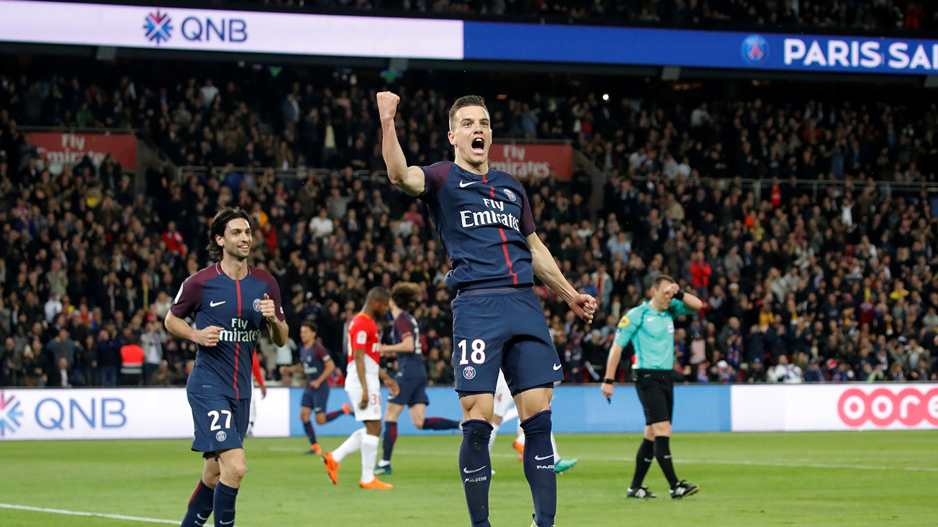 Psg Use Digital Led Boards To Bring Different Ads To Different Countries Digital Sport